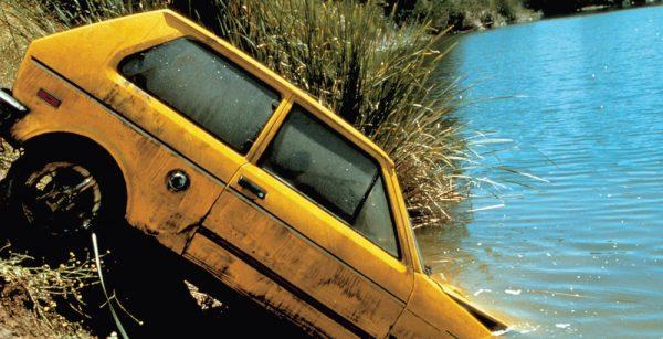 CAR CRASH SCENE DROWNING MONA (2000)
